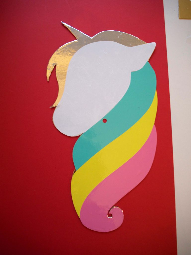 Adding the unicorn's face to the clock