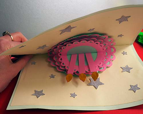 Closing a pop up cake card